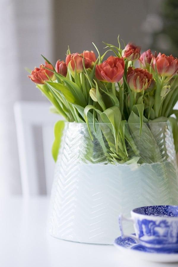 en bukett tulpaner i vasen stubben pa tulpanens dag