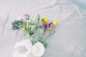 Sju sorters blommor under kudden