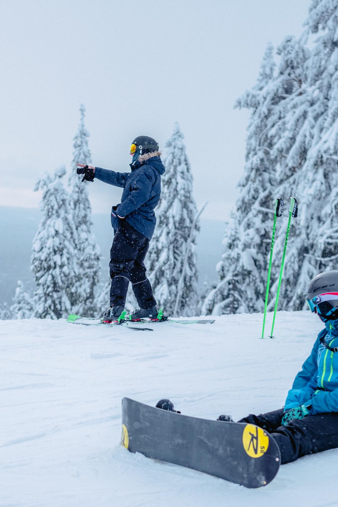 Att åka och lära sig åka slalom och snowboard i Romme Alpin med hela familjen